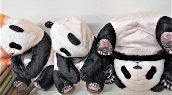 パンダのクッションケース@フェリシモは上野のパンダぬいぐるみよりリアル感あります。