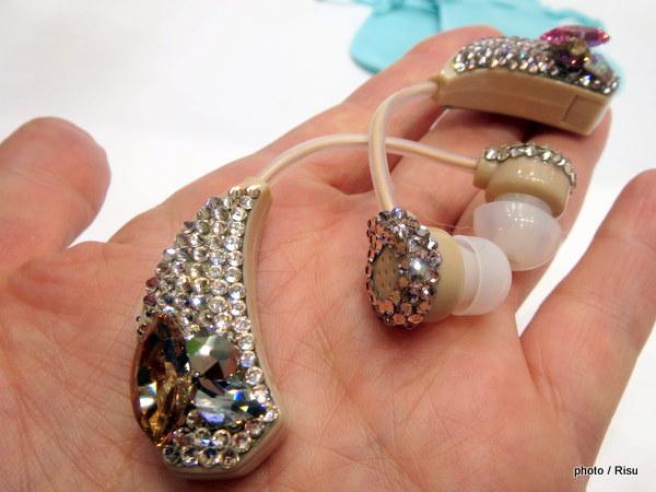 アクセサリー感覚で使える!まるでイヤリングのような集音器は器