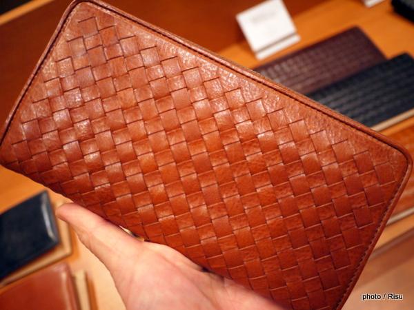 ココマイスター「マットーネ」織り込みタイプ長財布:オーバーザウォレット