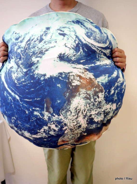 YOU+MORE! お部屋で宇宙遊泳 光る太陽系クッションケース