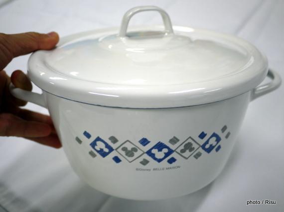 ディズニー 食卓にそのまま出せる日本製琺瑯両手鍋